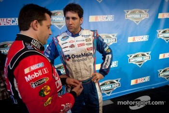 Tony Stewart, Stewart-Haas Racing Chevrolet and Elliott Sadler, Kevin Harvick Inc. Chevrolet
