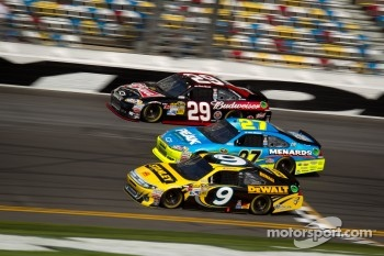 Marcos Ambrose, Richard Petty Motorsports Ford, Paul Menard, Richard Childress Racing Chevrolet and Kevin Harvick, Richard Childress Racing Chevrolet