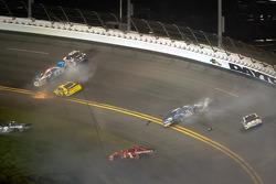 Aric Almirola, Richard Petty Motorsports Ford, Brad Keselowski, Penske Racing Dodge, Kasey Kahne, Hendrick Motorsports Chevrolet, Jamie McMurray, Earnhardt Ganassi Racing Chevrolet crash