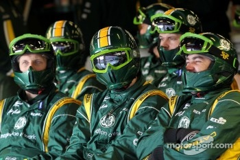 Caterham F1 Team mechanics