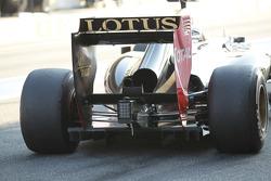 Romain Grosjean, Lotus Renault F1 Team rear wing