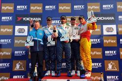 Yvan Muller, Chevrolet Cruze 1.6T, Chevrolet race 2 winner, Alain Menu, Chevrolet Cruze 1.6T, Chevrolet 2nd position, Robert Huff, Chevrolet Cruze 1.6T, Chevrolet 3rd position and Stefano D'Aste, BMW 320 TC, Wiechers-Sport 1st position Yokohama Trophy, an