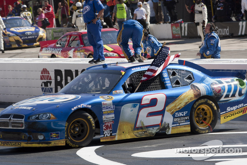 Race winner Brad Keselowski, Penske Racing Dodge