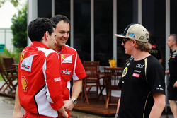 Kimi Raikkonen, Lotus E20 with members of the Ferrari team