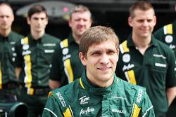 Vitaly Petrov, Caterham at a team photograph