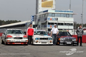 Group picture with historical DTM race cars