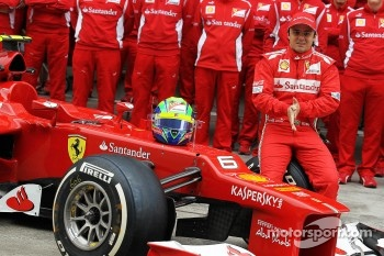 Felipe Massa, Scuderia Ferrari at a team photograph