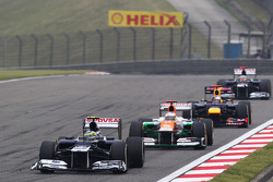 Bruno Senna, Williams leads Paul di Resta, Sahara Force India