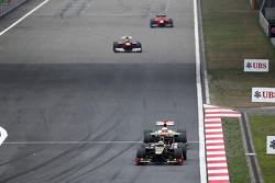 Kimi Raikkonen, Lotus leads Paul di Resta, Sahara Force India