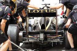 Kimi Raikkonen, Lotus practices a pit stop