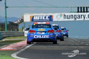 The trio of Chevrolet Cruzes