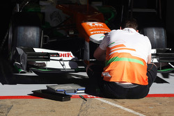 Sahara Force India F1 Team mechanic works on the Sahara Force India F1