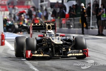 Kimi Raikkonen, Lotus F1 leaves the pits
