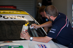 BMW Crew puts on the final touches before the race