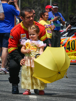Wayne Nonnamaker escorting Little Miss Sahlen's Umbrella Girl to the #42 Team Sahlen's Mazda