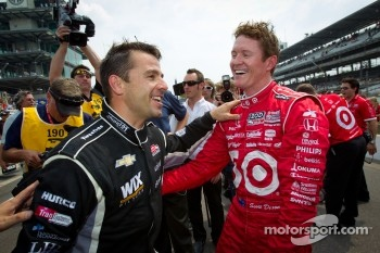 Pit stop challenge: winner Scott Dixon celebrates with Oriol Servia, Dreyer & Reinbold Racing Chevrolet