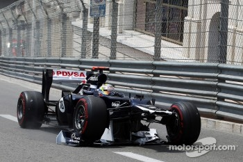 Pastor Maldonado, Williams with damaged front wing at the start of the race
