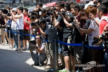 Fans during pitwalk