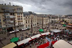 Overall view of the starting area at Place de la République