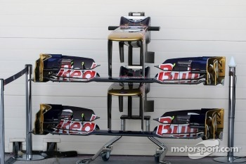 Scuderia Toro Rosso STR7 front wings