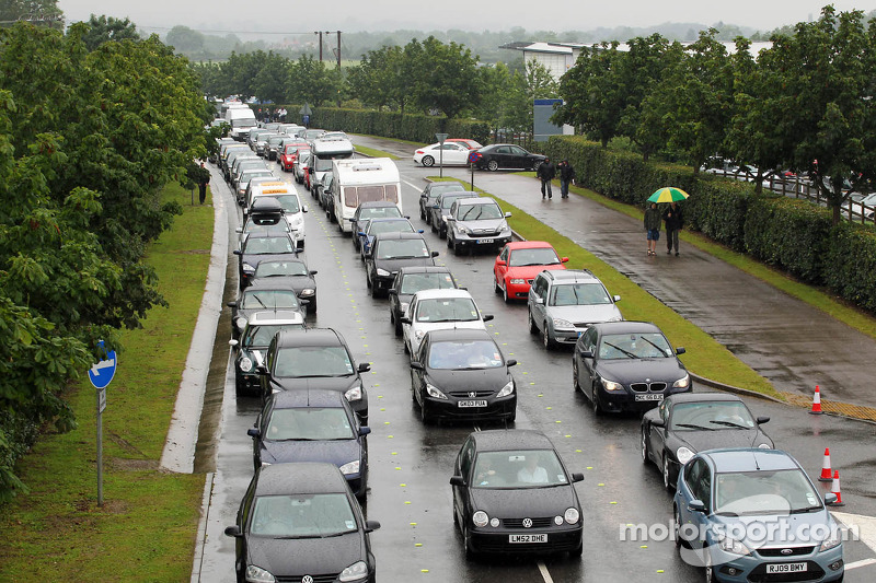 Traffic chaos at the circuit entrance