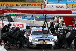 Sunday Quarter Finals Jamie Green, Team HWA AMG Mercedes, AMG Mercedes C-Coupe against Mike Rockenfeller, Audi Sport Team Phoenix Racing Audi A5 DTM pitstop