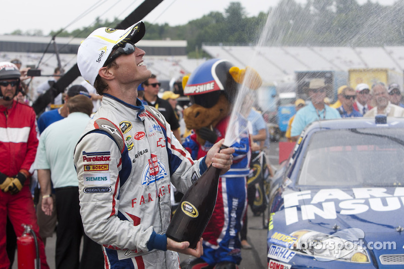 victory lane winnaar kasey kahne hendrick motorsports chevrolet op. Cars Review. Best American Auto & Cars Review