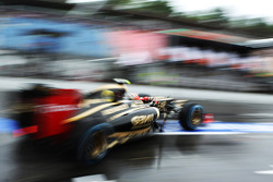 Romain Grosjean, Lotus F1 leaves the pits