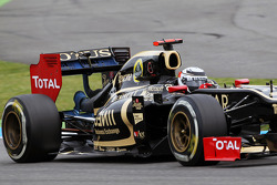 Flow-vis paint on the Lotus F1 of of Kimi Raikkonen (FIN)