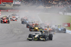 Start: Giedo van der Garde leads