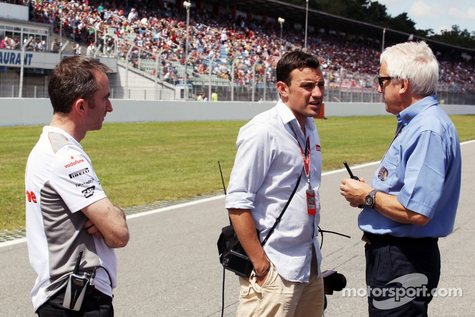 Paddy Lowe, McLaren Technical Director with Will Buxton, Speed TV Presenter and Charlie Whiting, FIA Delegate on the grid