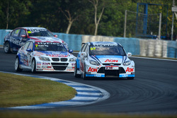 Tom Chilton, Ford Focus S2000 TC, Team Aon and Charles Ng, BMW 320 TC, Liqui Moly Team Engstler