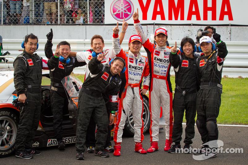 GT500 winners Daisuke Ito and Kazuya Oshima celebrate