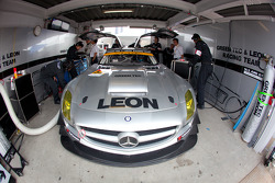 #52 Green Tec & Leon Racing Team Mercedes-Benz SLS AMG GT3: Hironori Takeuchi, Haruki Kurosawa