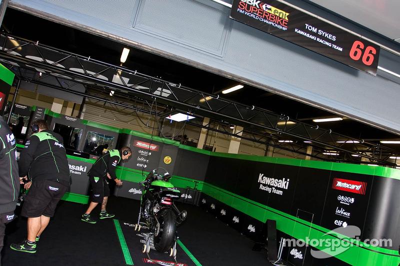 Tom Sykes Pit Garage
