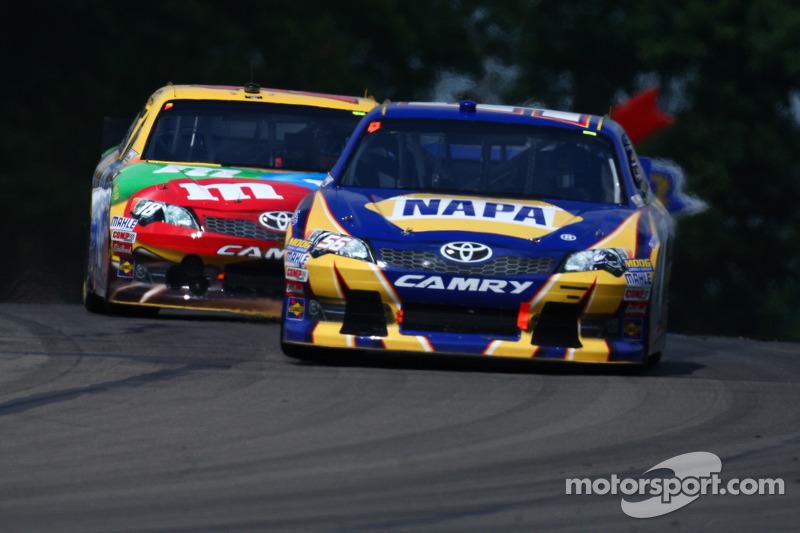 Martin Truex Jr., Michael Waltrip Racing Toyota - Kyle Busch, Joe Gibbs Racing Toyota