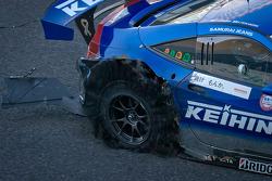 Blown tire for #17 Keihin Real Racing Honda HSV-010 GT: Toshihiro Kaneishi, Koudai Tsukakoshi