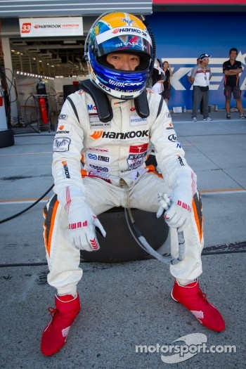 Masami Kageyama waits for his stint