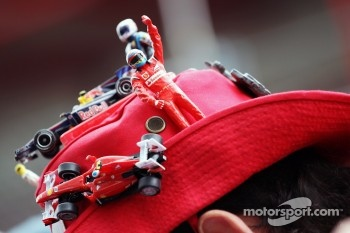A fan with a distinctive Ferrari hat