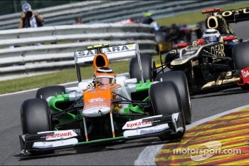 Nico Hulkenberg, Sahara Force India F1 leads Kimi Raikkonen, Lotus F1