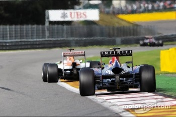 Paul di Resta, Sahara Force India leads Mark Webber, Red Bull Racing