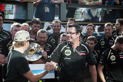 Kimi Raikkonen, Lotus F1 Team celebrates his third position with Eric Boullier, Lotus F1 Team Principal and the team