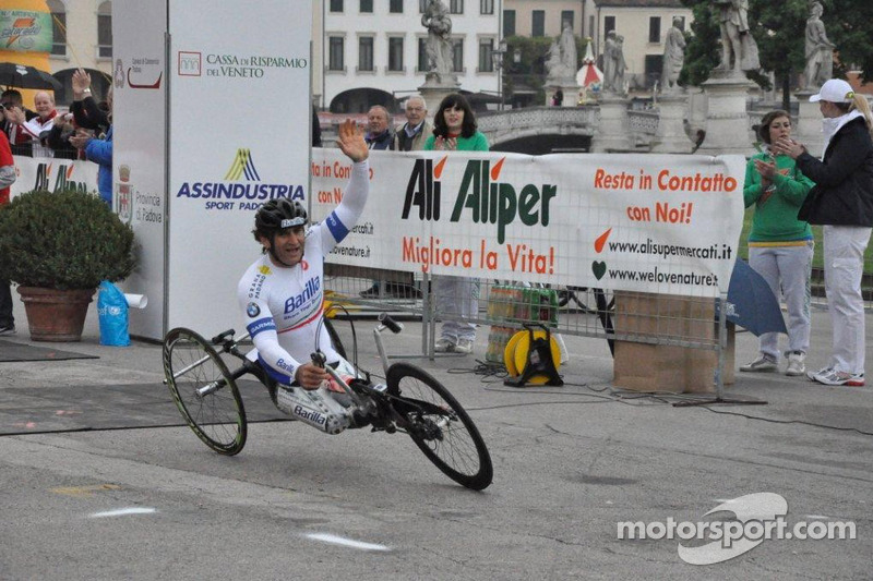 Alex Zanardi competing in a handbike race