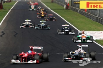 Fernando Alonso, Ferrari and Kamui Kobayashi, Sauber battle for position