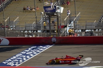 Carlos Munoz, Andretti Autosport takes the checkered flag