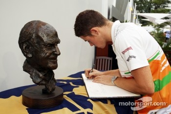 Paul di Resta, Sahara Force India F1 signs a book of condolences for the late Sid Watkins, Former-FIA Safety Delegate