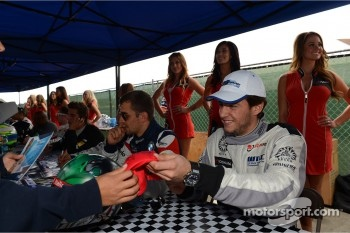 Autograph session, Fernando Monje, SEAT Leon WTCC, SUNRED Engineering