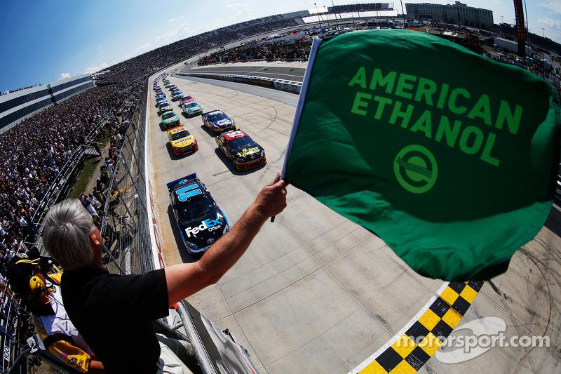 Start: Denny Hamlin, Joe Gibbs Racing Toyota leads