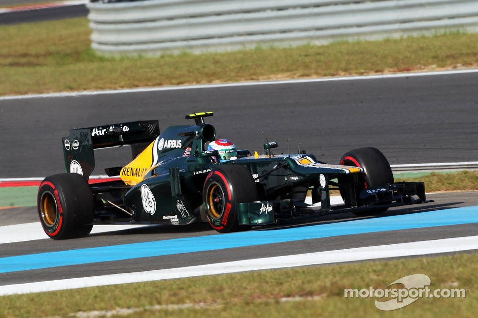 Vitaly Petrov, Caterham runs wide