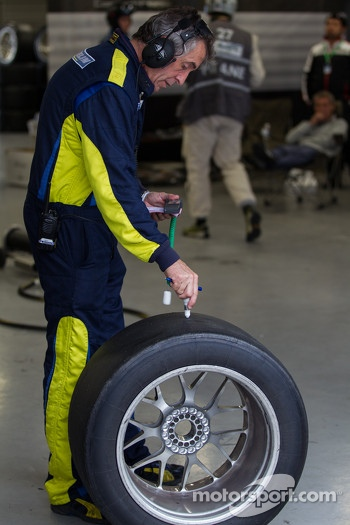 Felbermayr crew inspecting worn tires